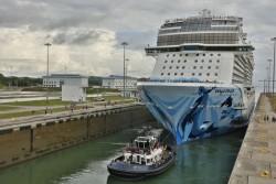 Norwegian Bliss se torna maior navio de passageiros a cruzar Canal do Panamá