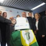O Corte do bolo que celebrou o início das operações no hub do Nordeste