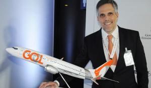 O risco de entrar em contato com a Covid-19 é maior dentro de um avião? Kakinoff responde