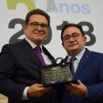 Vinicius Lummertz, ministro do Turismo, foi homenageado por Manoel Linhares, presidente da ABIH Nacional