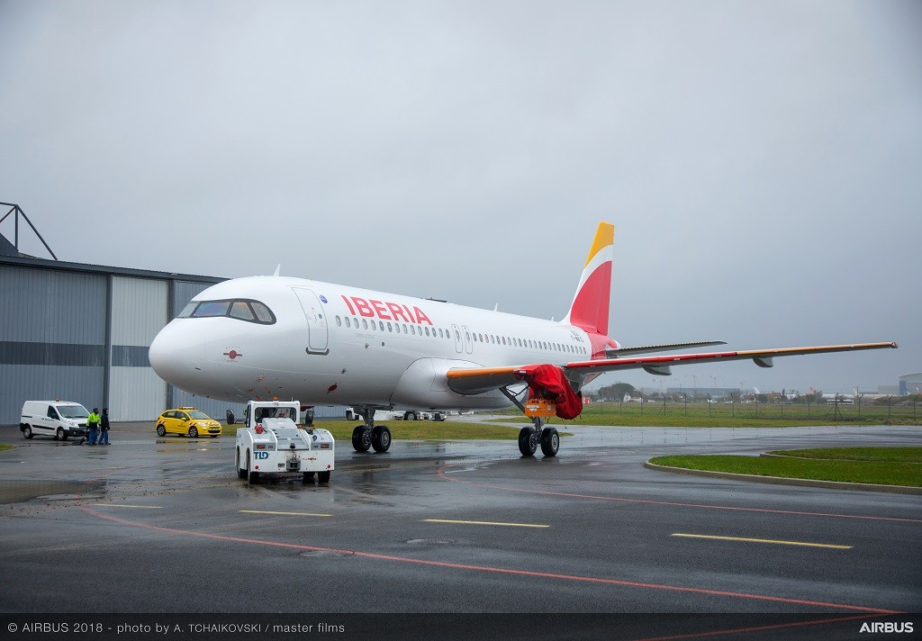A320neo-Iberia-MSN8221-rolls-out-of-painthall-006