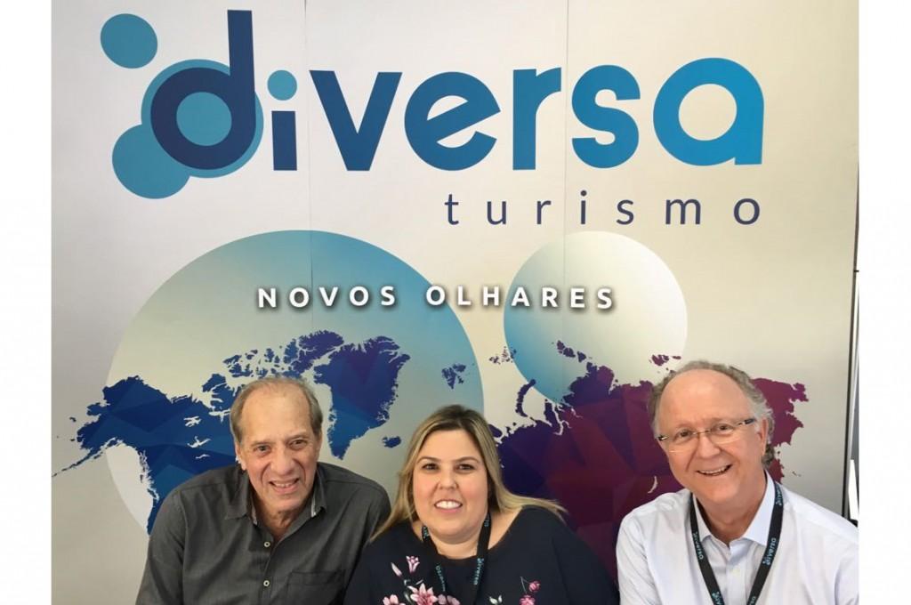 Arnaldo Franken e James Giacomini, da Diversa Turismo, com Cilene Baldassini