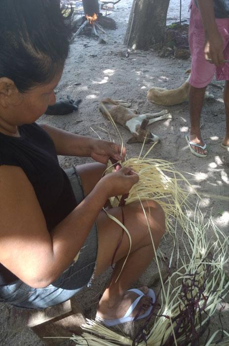 Artesanato é uma das formas dos índios promoverem sua cultura
