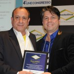 Bruno Hebert, da Publikimagem, foi homenageado pelo presidente da Unedestinos, Toni Sando