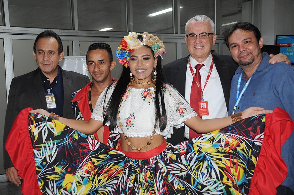 Comitiva do Pará formada pelo secretário de Turismo do Pará, Ciro Góes, e pelo superintendente do Aeroporto de Val de Cans, Fábio Rodrigues, com Tarcísio Gargioni, da Avianca