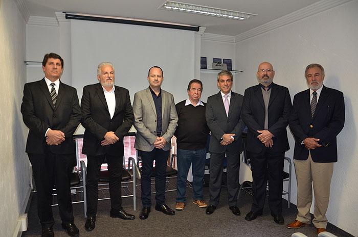Fernado Santos, da Aviesp, com representantes de Águas de Lindóia, e Gelso Guelfi, da GTA