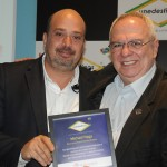 Michael Nagy, do RioCVB, foi homenageado pela Une Destinos ao placa do consultor Aristides Cury