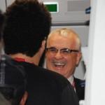 O VP de Vendas e Marketing da Avianca Brasil, Tarcísio Gargioni, cumprimentou cada passageiro do voo