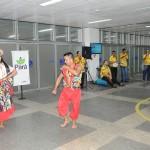 Passageiros do voo inaugural foram recebidos com festa