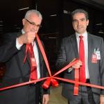Tarcísio Gargioni, VP de Vendas e Marketing, e Marcius Moreno, diretor de Serviço ao Cliente da Avianca Brasil cortaram a fita do voo inaugural
