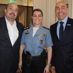 Tenente Coronel Patrícia Serra, subcomandante do Batalhão de Polícia Turística, entre Michael Nagy, do Rio CVB, e Marcelo Alves, da Riotur
