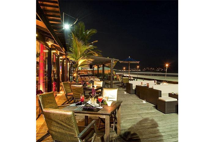 Thai Lounge Bar, ambiente temático no Deck da Praia da Enseada  Casa Grande Hotel