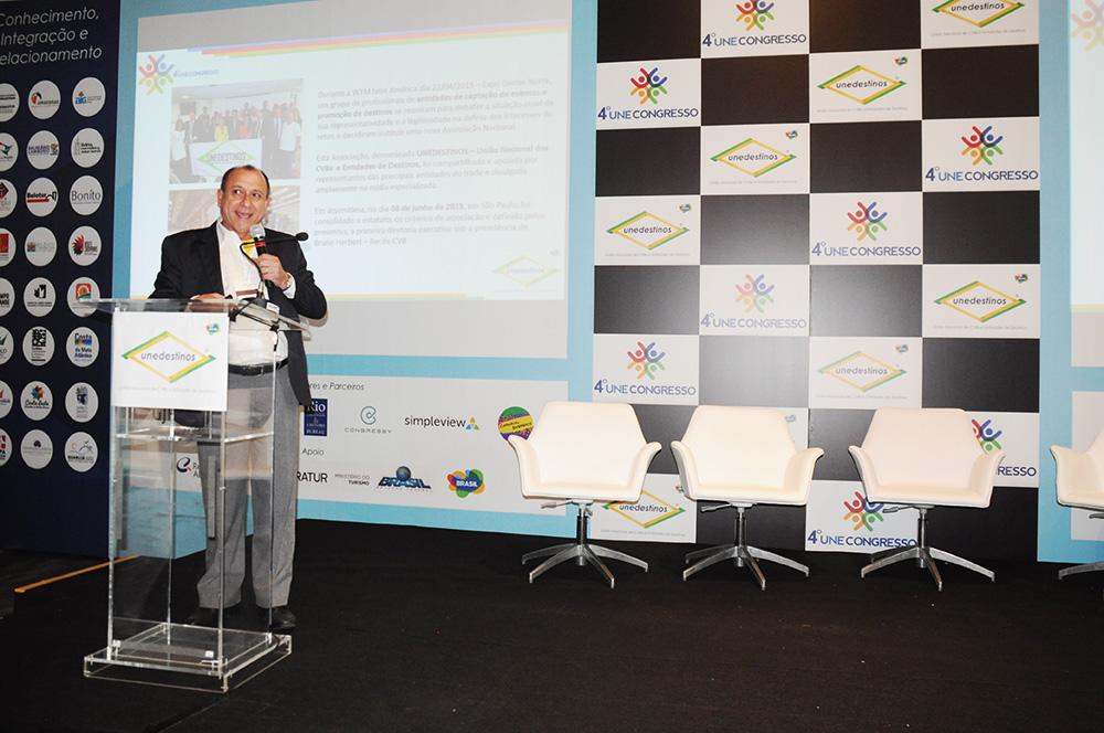 Toni Sando abriu o 4º Une Congresso no RJ