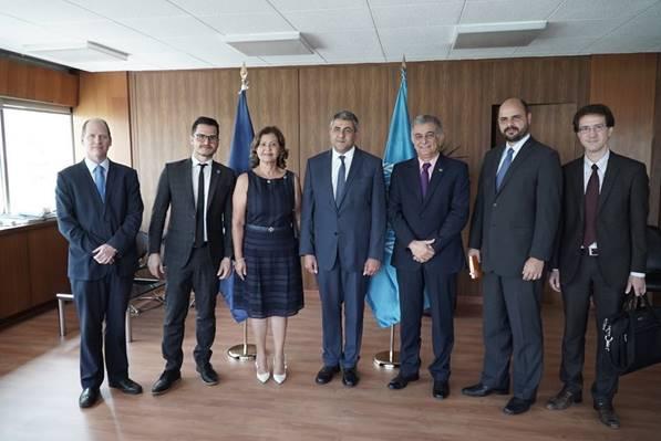 Equipe da Embratur com representantes da OMT, na Espanha