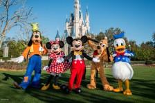 Disney suspende temporariamente venda de ingressos e reserva de hotéis