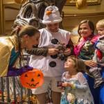 trick 'r treat ou doces ou travessuras acontecem em todo o navio para adultos e crianças
