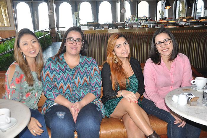 Ana Taquecita, da New Age, Gisele Cavalsan, da Investur, Priscila Forte, da New Age, e Samantha Soares, da Flytour MMT Viagens