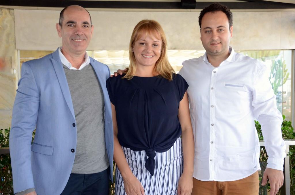 Heber Garrido, Flavia Possani e Rafael Abdala, diretor de Marketing e Vendas, gerente de Marketing e gerente de Marketing e Vendas