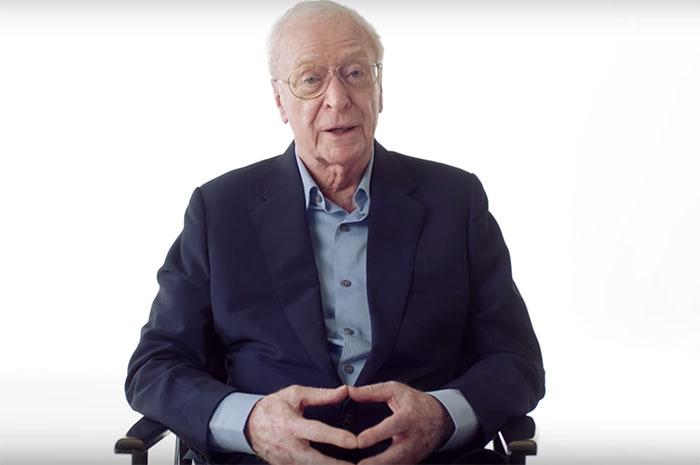 Sir Michael Caine em vídeo da British Airways - Reprodução Youtube