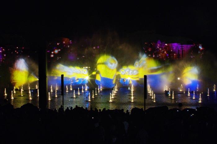 Espetáculo na lagoa traz os personagens favoritos, filmes de sucesso e muita tecnologia no coração do parque temático