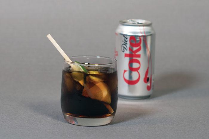 A bordo e em seus lounges, a American passa a usar palitos biodegradáveis e ecológicos para misturar bebidas