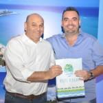 2º colocado, Rogério Fontana, da Fontanatur, recebeu o smartphone das mãos de Paulo Kugelmas, superintendente de Turismo de Alagoas