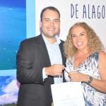 3ª colocada, Cacilda Magalhães da Cacildatour, recebeu um smartphone das mãos de Jair Galvão