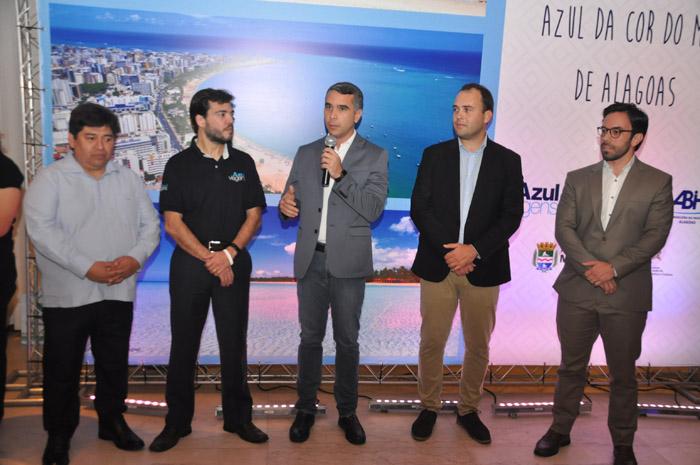 Alejandro Velasquez, da Luck, Marcelo Bento, da Azul Viagens, Rafael Brito, secretário de Turismo de Alagoas, Jair Galvao, secretário de Turismo de Maceió, e Milton Vasconcelos, presidente da ABIH-AL