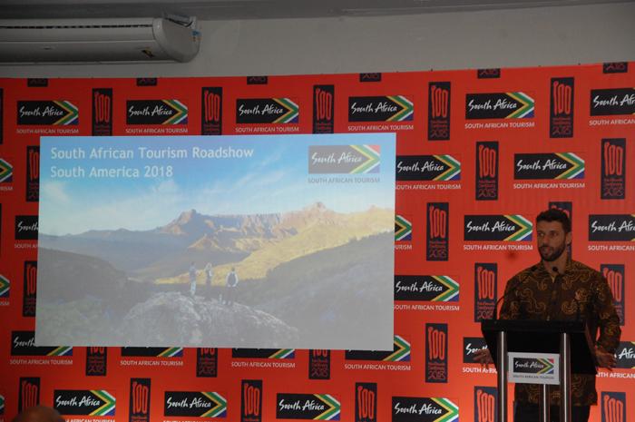 Diogo Caldeira, representante da organização, apresentando o evento