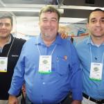 Dante Campos, da Braztoa, com Marcos Costa e Thiago Martinez, do Lusanova