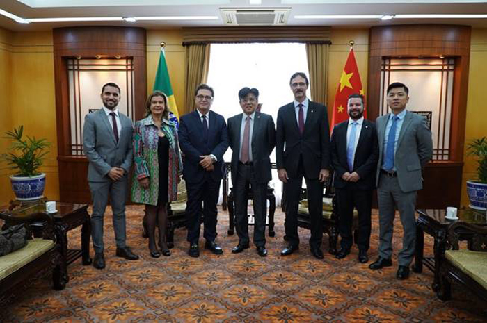 Em encontro com o embaixador da China no Brasil, a presidente do Instituto, Teté Bezerra, reforçou a importância da integração para atrair mais chineses aos destinos da região