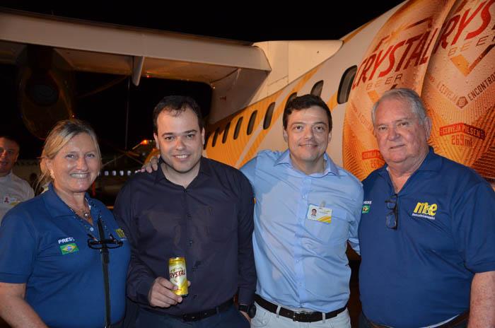 Eduardo Busch e Adriano Pinhas, da Passaredo, entre Rosa Masgrau e Roy Taylor do M&E