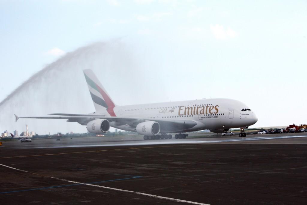 Emirates primeiro voo dubai ny a380
