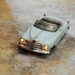 Esta peça é o xodó de José Augusto, um Cadillac que acende os faróis e acelera pelo acervo