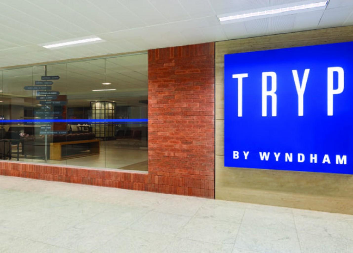 Tryp Guarulhos Airport celebra 3 anos e lança bar em parceria com Heikenen; fotos
