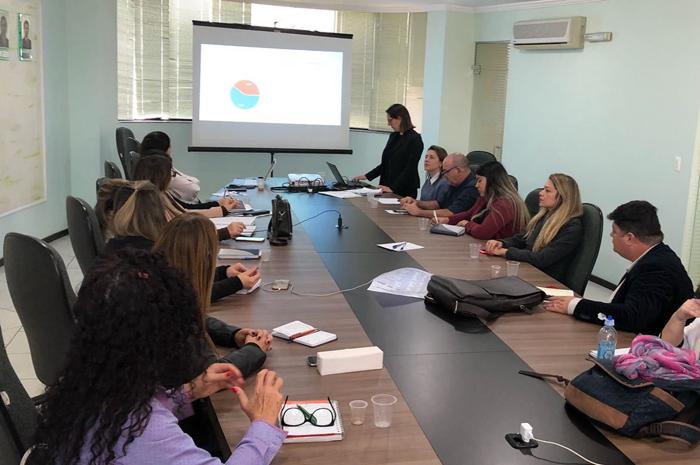 Reunião na Amfri para discutir o projeto
