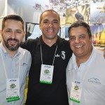 Júlio César Gimenes, do Praia Hotel, Flavio Mathias, da EB Travel, e Wilson Paulo, da Emprotur