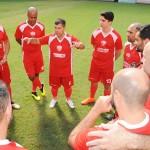Luppa passa as instruções para a equipe Avianca