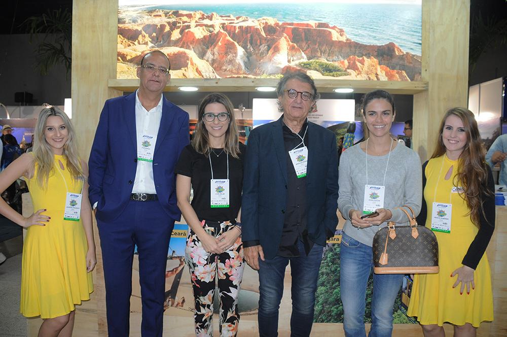 O secretário de Turismo, Arialdo Pinho, com Lauriane Polegato, Everardo Oliveira, Livia Rolim, Diana Rocha e Renata Lubriniki, do Ceará