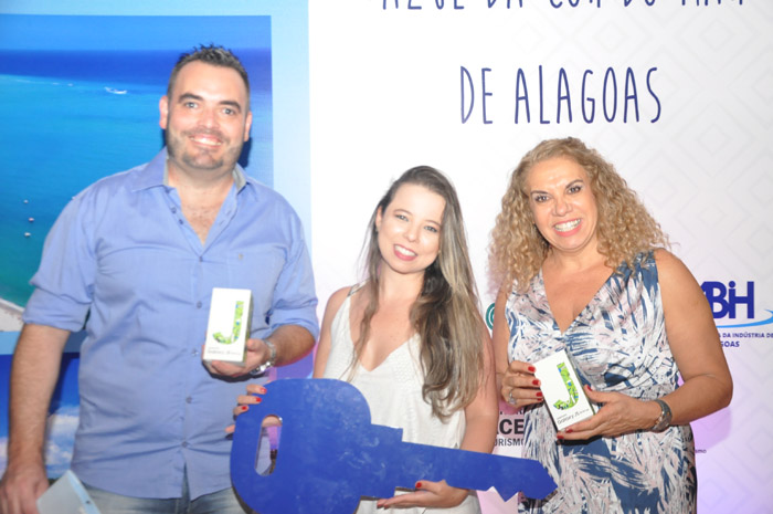 Rogério Fontana, Poliana Vieiria e Cacilda agalhães, os três primeiros colocados na campanha Azul da Cor do mar de Alagoas