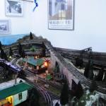 Sala dedicada aos trens que deslizam pelos trilhos da maquete