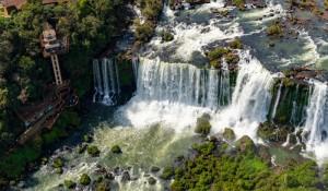 Foz do Iguaçu lidera geração de empregos em duas regiões do Paraná