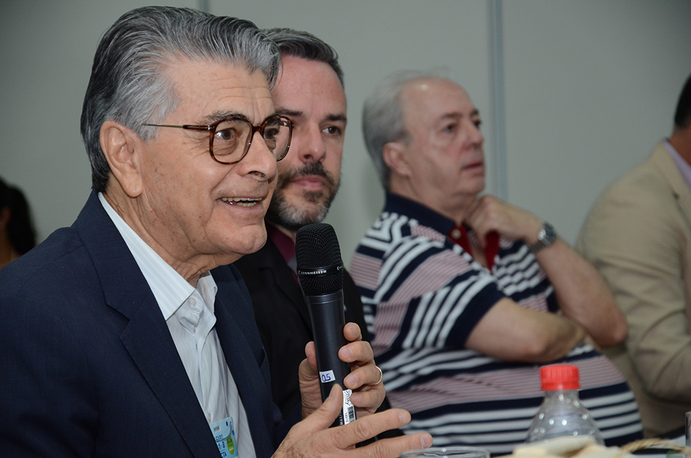 Alberto Alves, secretário executivo do MTur, e Leandro Garcia, presidente do Fornatur