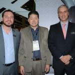 Bruno Omori, presidente licenciado da ABIH-SP, entre Gustavo Binardi e Fernando Fischer, da Reed