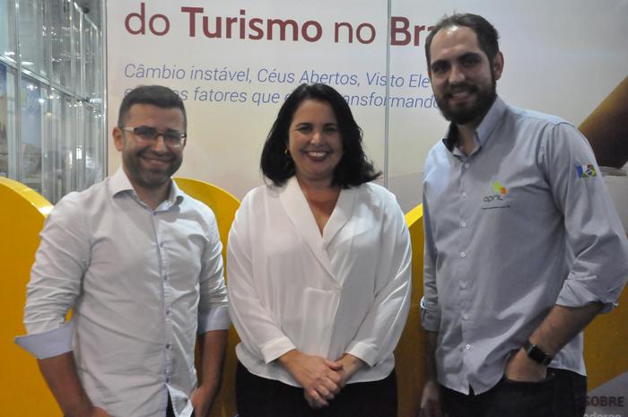 Paulo Nascimento, gerente de Marketing, Claudia Brito, diretora Comercial e Carlos Giubine Comunicação e Marketing da April Seguros
