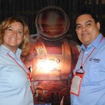 Gabriele Bauer-Cornish e Victor Manjarres, do Kennedy Space Center