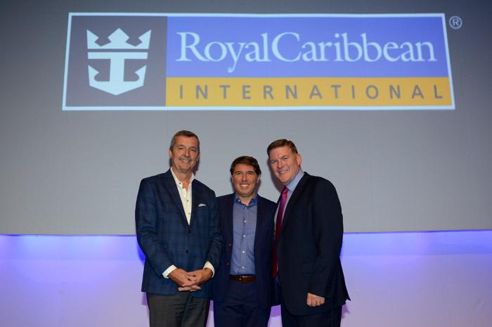 Michael Bayley e Gavin Smith, CEO e VP da Royal Caribbean, e Ricardo Amaral, CEO da R11