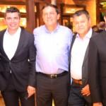 Gilmar Piolla, secretário de Turismo de Foz, Alexander Borges, da GJP, Chico Brasileiro, prefeito de Foz, e Felipe Gonzalez e Guilherme Paulus, da GJP