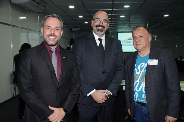 Leandro Marcel Garcia, presidente do Fornatur, Sergio Gouvêa, da Promo, e Paulo Renato Fonseca, secretário de Estado do Turismo do Espírito Santo
