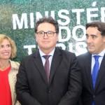 Nara Castro, diretora da Galíca, Vinícius Lummertz, ministro do Turismo, e Alejandro Lastra, secretário de Turismo da Argentina